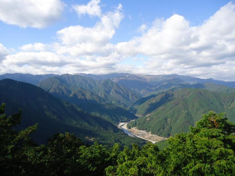 内陸方向の眺望 遠く大台ケ原の山々が見通せた