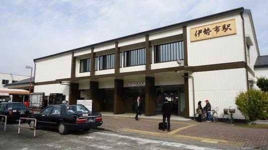 JR伊勢市駅 仮設の駅舎ではない