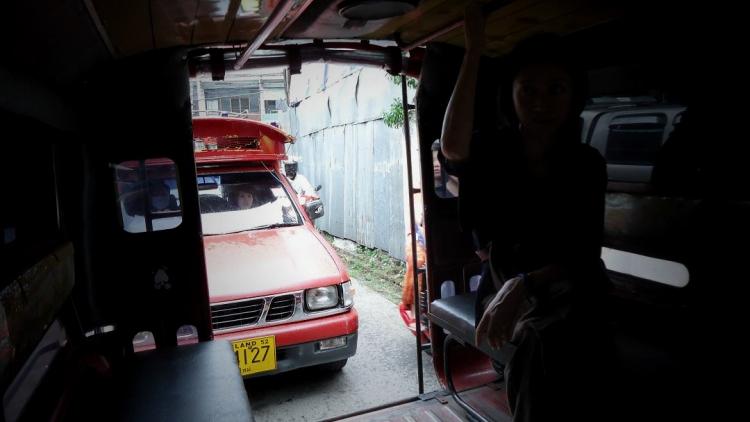 中心部の移動はもっぱら乗り合いタクシー「ソンテウ」の世話になる チェンマイでの最も安価な移動手段