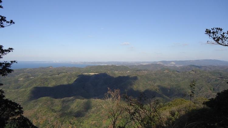 鋸山山頂から東京湾方面を望む