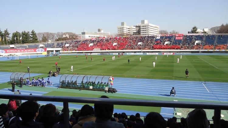 駒沢競技場での駒沢戦 東福岡の応援はほぼサッカー部員だけだったが、その声量では駒沢に勝るとも劣らなかった